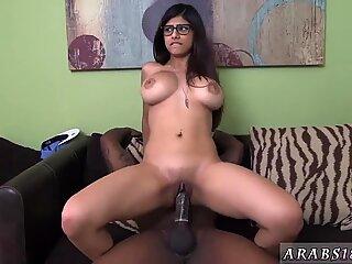Hot girl handjob Mia Khalifa Tries A Big Black Dick - Mia Hot